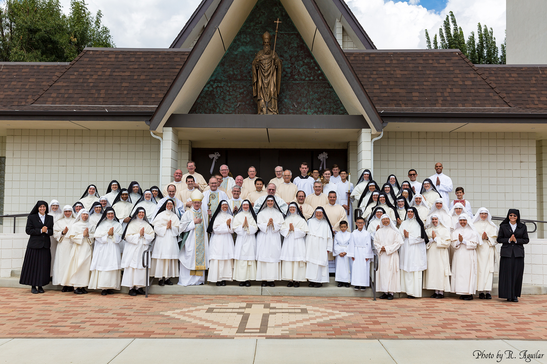 44 Community Photo with Prelates and Servers